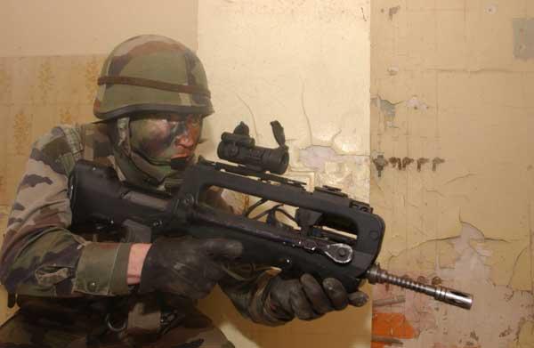 http://www.sturmgewehr.com/bhinton/FAMAS/FAMAS_in_action_222.jpg