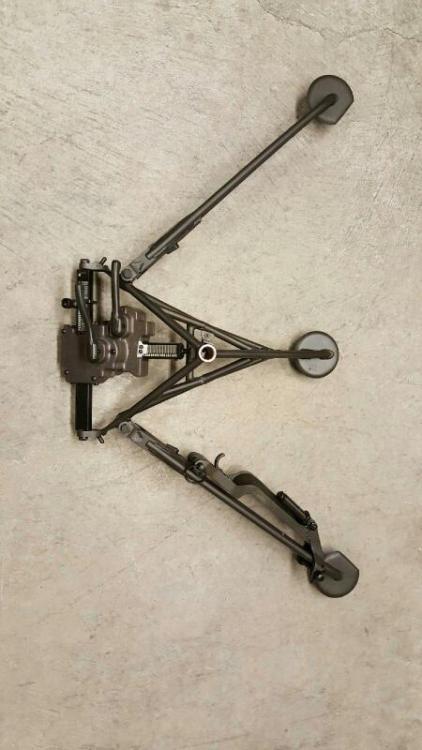 a tripod 192.jpg