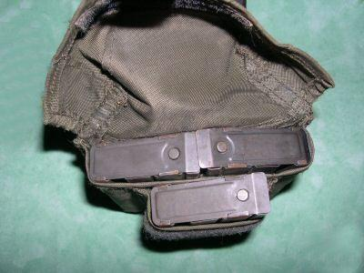 FAMAS_MagPouch3magsOpen.jpg