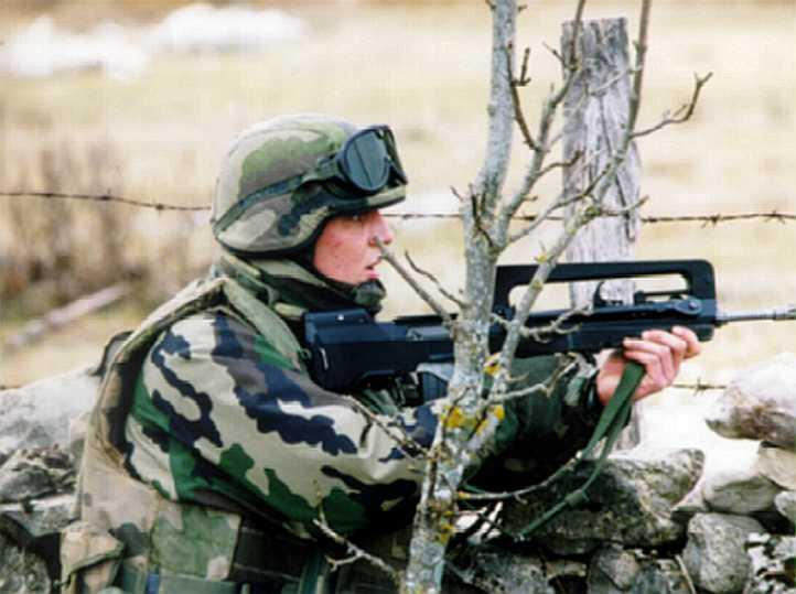 FAMAS_in_action_112.jpg
