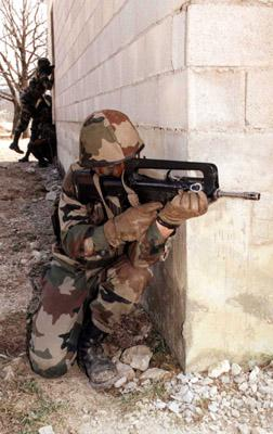 FAMAS_in_action_145.jpg