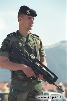 FAMAS_in_action_220.jpg