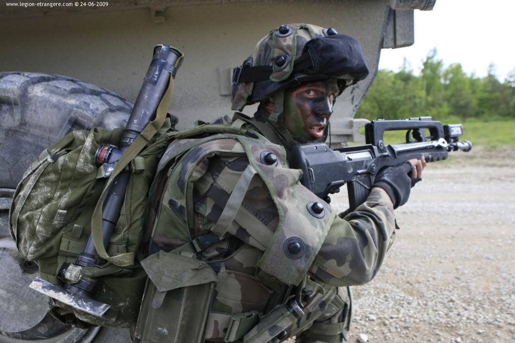 FAMAS_in_action_281.jpg