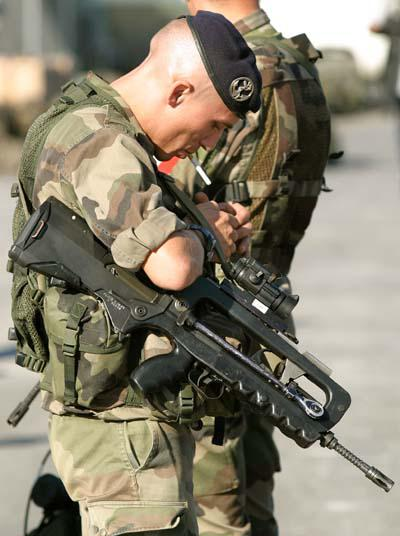 FAMAS_in_action_55.jpg