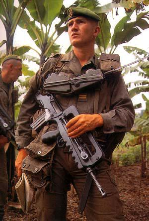 FAMAS_in_action_68.jpg