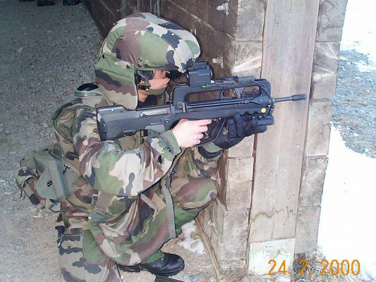 FAMAS_in_action_93.jpg