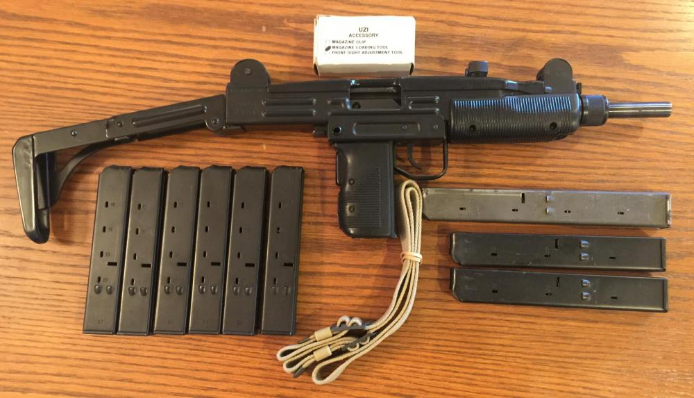 UZI  RIGHT FULL  WITH MAGS AND ASSESSORIES  120818.jpg
