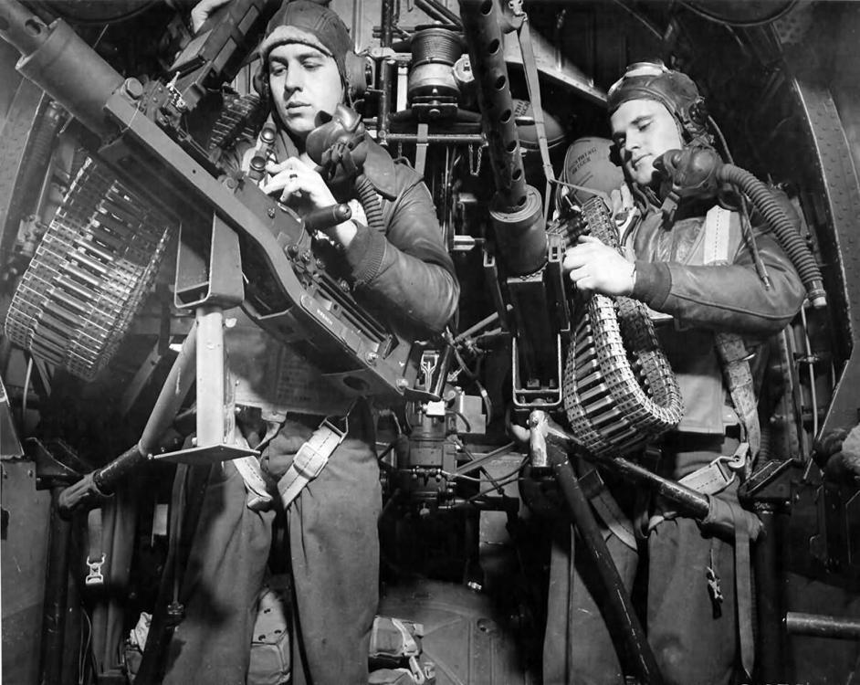 B-24_waist_gunners.jpg